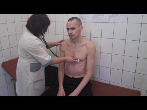 Σταματάει την απεργία πείνας ο Όλεγκ Σεντσόφ