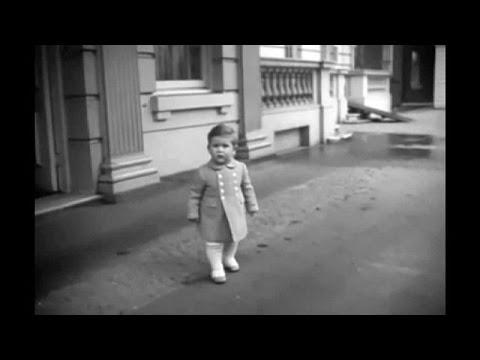Βρετανία: Σπάνιο βίντεο με τον πρίγκιπα Κάρολο σε ηλικία ενός έτους