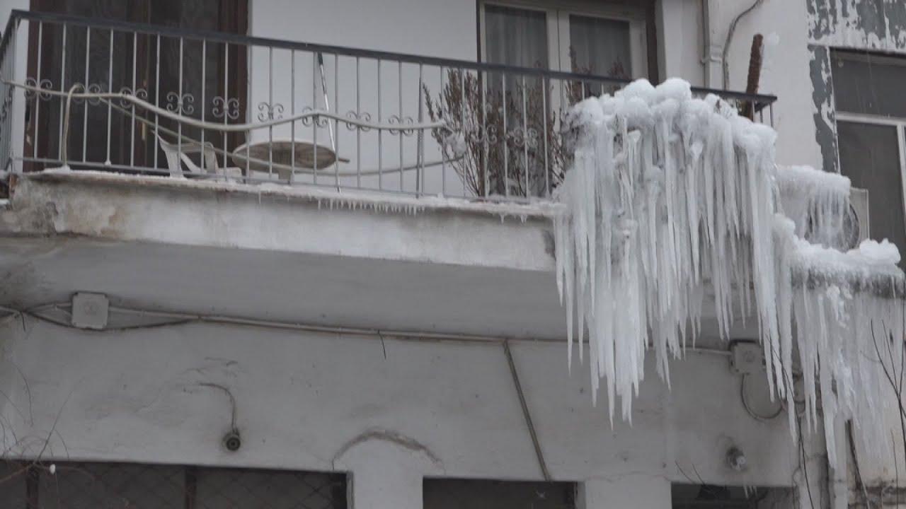 Σταλακτίτες σε πολυκατοικία της Θεσσαλονίκης