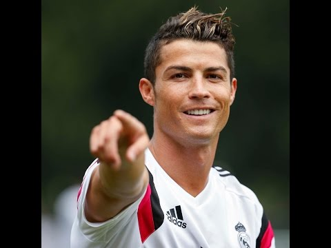 ronaldo - Primer entrenamiento de pretemporada de Cristiano Ronaldo Subscribe to Real Madrid on YouTube: http://bit.ly/NSyxv8 Like Real Madrid on Facebook: http://facebook.com/realmadrid Follow Real...