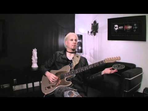 We met up with John 5 the amazing guitar player in Rob Zombie at his home in L.A. during NAMM. After our TonePrint session we made a little interview with John.