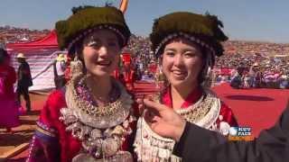 kuvpaub-hluas-nkauj-hmoob-suav-teb-kim-tsawb-interviewed-during-hmong-intl-hauvtoj-fest-in-honge