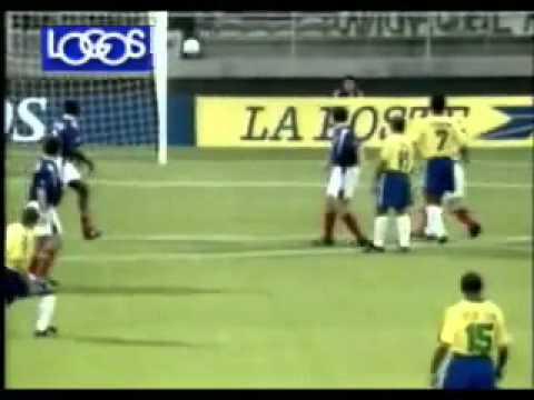 Fantástico gol de Roberto Carlos