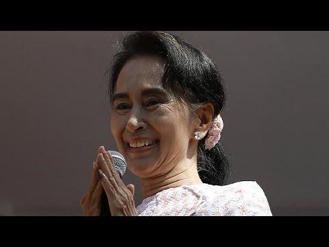 Μιανμάρ: Ιστορική εκλογική νίκη για την Αούνγκ Σαν Σου Κίι