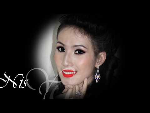 Nis Yang= Poj Nrauj Lo Muaj Siab Ntsws (видео)