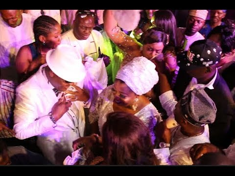 Gbenga Adewusi,Other Celebrities &Rich Men Sprays Money On Shina Peters As Ebeneezer Obey Performs