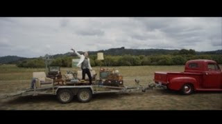 MACKLEMORE&RYAN LEWIS - CAN'T HOLD US FEAT. RAY DALTON (OFFICIAL MUSIC VIDEO)
