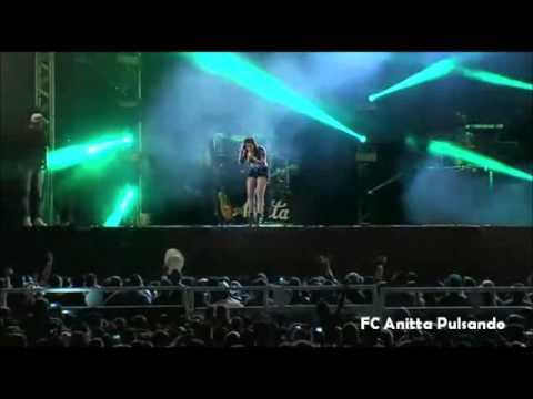 Americana - Anitta na Festa do Peão em Americana cantando Pretin.