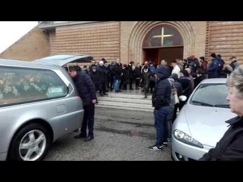 Roseto, folla per l'addio a Stefano FOTO VIDEO