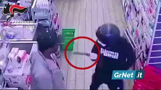 Roma: assalta un supermarket con una mannaia, extracomunitario lo disarma. Arrestato