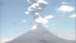 Grande erupção -- big eruption from the Popocatépetl volcano (time-lapse) - June 04, 2011