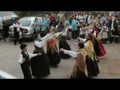 Xuntanza folclórica en Mañufe