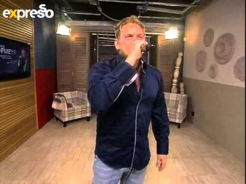 """Steve Hofmeyr Performs """"Kol Op Die Maan' live on expresso (18.10.2012)"""
