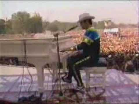 funeral for a friend - Elton John In Central Park 1980.