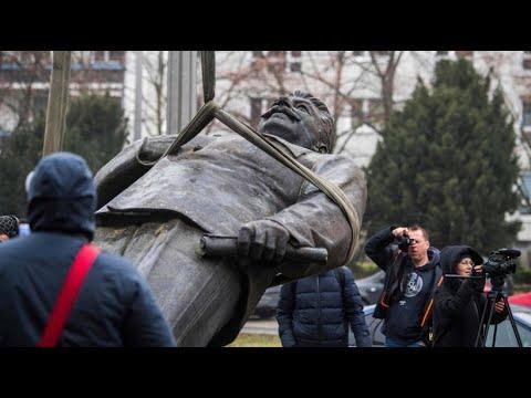 """Ausstellung """"Der Rote Gott"""": Bronze-Stalin kehrt nach Berlin zurück"""