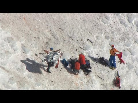 Stranded climbers on Mount Hood rescued after a deadly fall