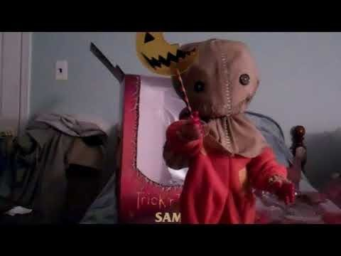"""Mezco 15"""" inch Mega Scale Trick 'r Treat Sam Unboxing and Review!"""