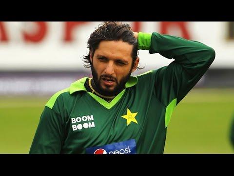 World-Cup-T20-Bangladesh-vs-Pakistan-Shahid-Afridi-awarded-Man-of-the-Match