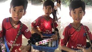 Video Young souvenir seller shows off linguistic skills MP3, 3GP, MP4, WEBM, AVI, FLV Mei 2019