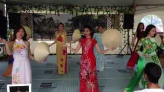 Q.eM: Ngay Tet Viet Nam - Vietnamese Hat Dance (Mua Non La) Edm Heritage Fest 2013