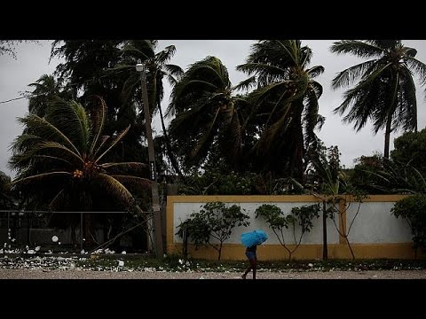 Τυφώνας Μάθιου: Εκατοντάδες χιλιάδες άνθρωποι εγκατέλειψαν τα σπίτια τους στην Κούβα