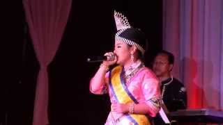 miss-hmong-southern-california-singing-at-fresno-hmong-new-year