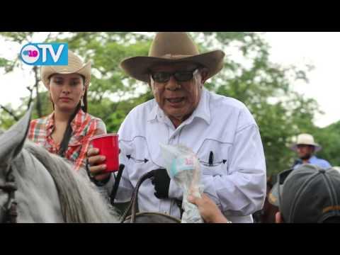 Montados de todo el país participan del desfile hípico  en honor a Santo Domingo