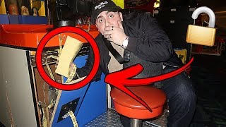 Video I FOUND AN OPENED ARCADE MACHINE AT CHUCK E CHEESE WITH 10,000 TICKETS INSIDE OF IT!! *UNBELIEVABLE* MP3, 3GP, MP4, WEBM, AVI, FLV Oktober 2018