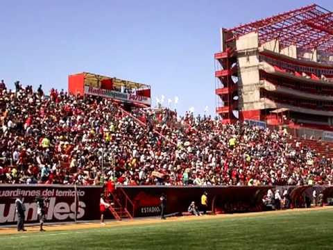 Hinchas del Tijuano en el estadio Caliente