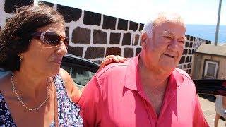Emigrante não esconde a felicidade de estar de volta á sua terra natal Associação O Cachalote