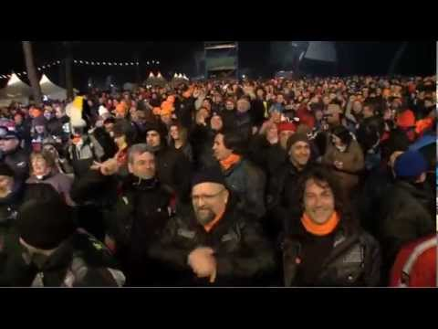 """La 32gsima edición de la más importante concentración invernal, """"Pinguinos 2013"""" en España, ha presentado una bonita sorpresa este año: el primer flashmob de motociclistas, organizado por GIVI. La canción, como se puede imaginar, es el famosísimo Gangnam Style."""