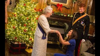 Video Meghan Markle 'to spend Christmas with the Queen' MP3, 3GP, MP4, WEBM, AVI, FLV Januari 2018