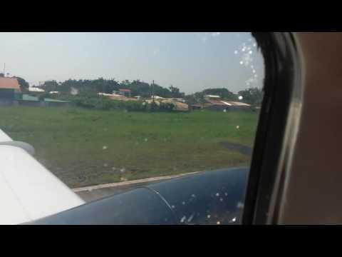 Pouso em Carauari - AM . Em aeronave de pequeno porte.  Altas aventuras viajando para Eirunepe.