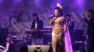 Rita Tila Feat Tisasora..Bangung Hideung