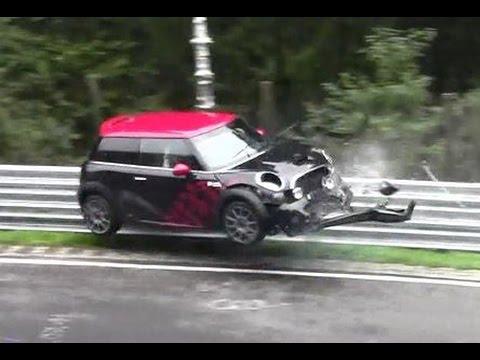Nürburgring - Der Beifahrer wurde zur Kontrolle ins Krankenhaus gebracht. The codriver was taken to control the hospital. STR.