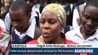 Babadde beekalakaasa lwa kukyusa akulira essomero. For more news visit: http://bukedde.co.ug/ Follow us on Twitter https:...