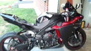 10. 2009 Yamaha YZF R1 Candy Red Raven