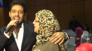 محمد حماقي ووالدته يجتمعان بديو لليلى مراد