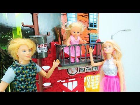 Barbie auf Deutsch 🎀 Evi hat einen Unfall⚠️Barbie Videos❣️Spaß mit Barbie Puppe🌺Video für Mädchen