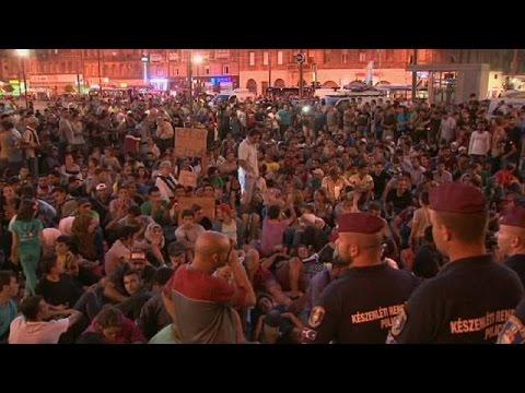 Ουγγαρία: Χιλιάδες μετανάστες πολιορκούν τον σταθμό της Βουδαπέστης