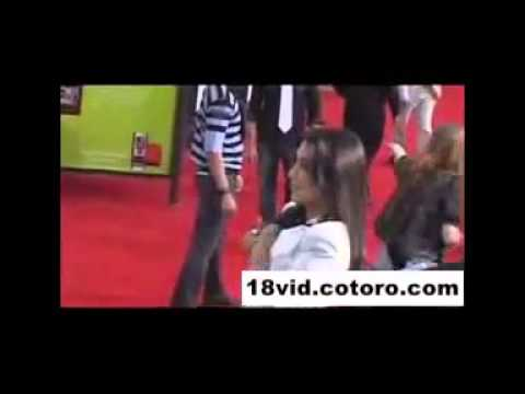 MTV Awards :Kim Kardashian Nipple Slip