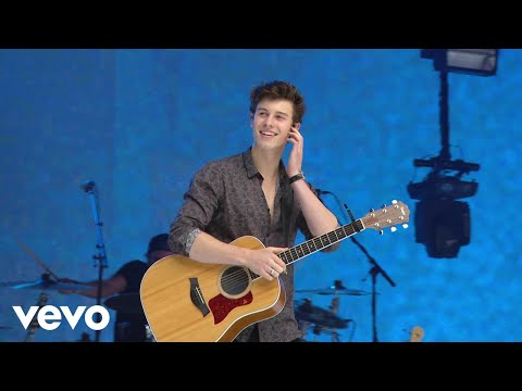 There's Nothing Holdin' Me Back (Live At - Shawn Mendes