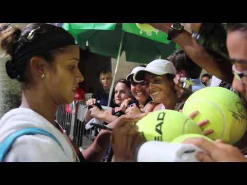 Teliana Pereira recebe o carinho do público depois da vitória