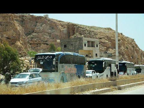 Συρία: Εκκενώνουν προάστια της Δαμασκού οι αντάρτες