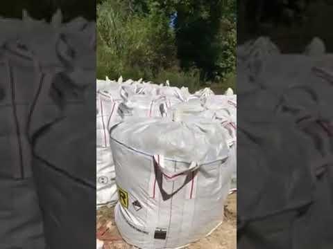 Pescara, sacchi di rifiuti pericolosi abbandonati lungo il fiume-VIDEO