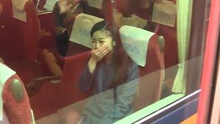 Video 佳子さま、必死な皇室ファンのお見送りに吹き出す 奈良,神武天皇陵参拝後の電車移動 2015.3 MP3, 3GP, MP4, WEBM, AVI, FLV April 2018