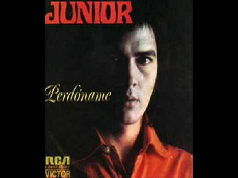 Junior - Link de la misma cancin en ingls: http://www.youtube.com/watch?v=Ddcv5SSeMs0 Junior es un cantante espaol que antes form parte del do Juan y Junior, int...