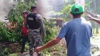 Con quema de neumáticos y basura decenas protestan por desaparición de Emely