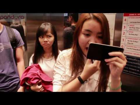 Những tình huống khó đỡ trong thang máy