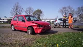 Auto maakt flinke crash